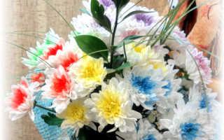 Упаковать цветы в сетку